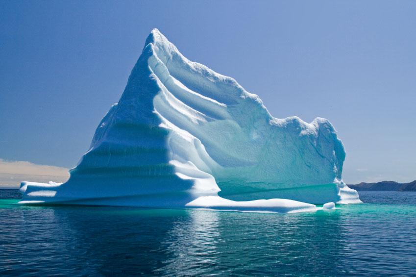 Iceberg gigante se descola e viaja sem rumo